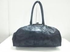 ブラックピースナウのショルダーバッグ