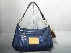 COACH(コーチ)のポピーサファイアメタリックグルーヴィのハンドバッグ