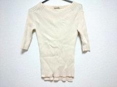 オーラリーのセーター