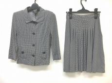 イリエウォッシュのスカートスーツ
