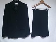 アイザック・ミズラヒのスカートスーツ