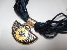 ミカエラフレイのネックレス