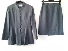 インターフェイスのスカートスーツ