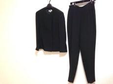 マーニのレディースパンツスーツ