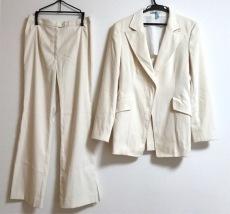 セルッチオのレディースパンツスーツ