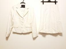 モザイクのスカートスーツ