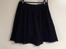 カロリナグレイサーのスカート
