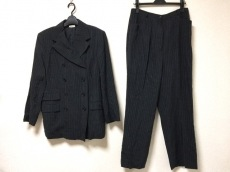 カッソーロのレディースパンツスーツ