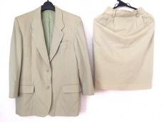 ケティのスカートスーツ