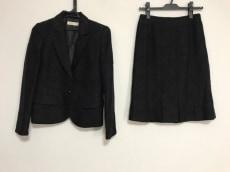 フィグノのスカートスーツ