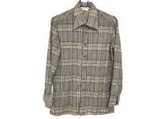 アンジェロのシャツ