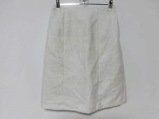 アーティクルのスカート