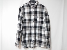 チープマンデーのシャツ