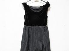 ナチュラルビューティーブラックのドレス