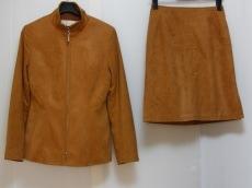 ラストシーンのスカートスーツ