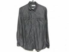 イーチアザーのシャツ