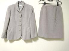 ダナパリのスカートスーツ
