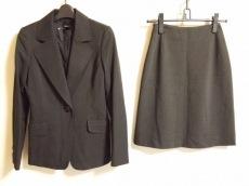 ピエスモンテのスカートスーツ