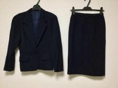 セルッチオのスカートスーツ