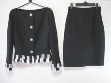 イスタンテのスカートスーツ
