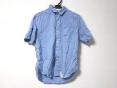 コモノリプロダクツのシャツ