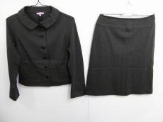 モカシンのスカートスーツ