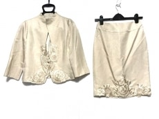 VIVIENNE TAM(ヴィヴィアンタム)のスカートスーツ