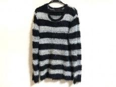 ジュリーブラックのセーター