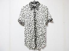 ディーケーエフのシャツ