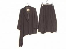メフウ/センソユニコのスカートスーツ