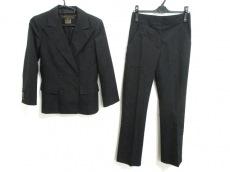 ルイヴィトンのレディースパンツスーツ