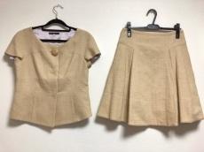 デボラシニバルディのスカートスーツ