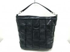 アエナのハンドバッグ