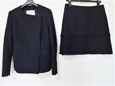 ロアフィリーのスカートスーツ