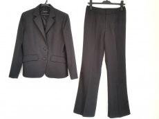 アーティクルのレディースパンツスーツ
