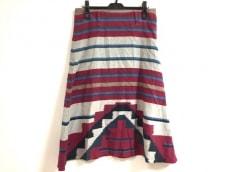 バドゥ・アールのスカート
