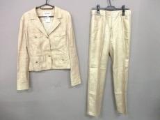 シャネルのレディースパンツスーツ