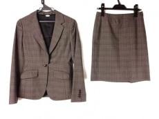 グアベロのスカートスーツ