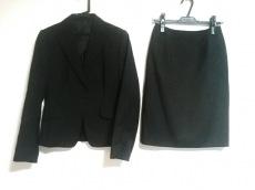 ラリバビアンカのスカートスーツ