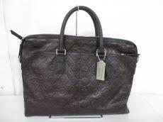 COACH(コーチ)のオプアート エンボスド レザー アタッシュのビジネスバッグ