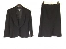 ナチュラルビューティーブラックのスカートスーツ