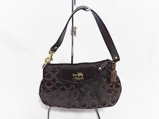 COACH(コーチ)のオプアート プリント サテン レザートリム リストレットのハンドバッグ