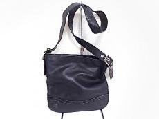 COACH(コーチ)のレガシー ソフト スリム ペブルド ダッフルのショルダーバッグ