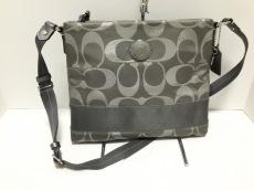 COACH(コーチ)のシグネチャーメタリックファイルバッグのショルダーバッグ