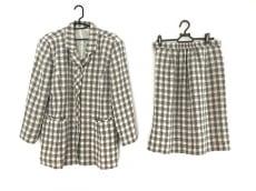 リオンのスカートスーツ