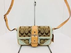 COACH(コーチ)のシグネチャースエードミニフィールのショルダーバッグ