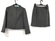 アペーナのスカートスーツ