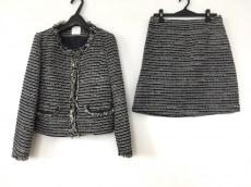 エージーバイアクアガールのスカートスーツ