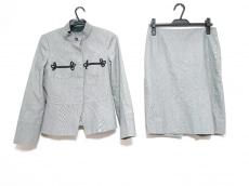 クリッツィアポイのスカートスーツ