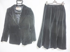 ラモーダゴジのスカートスーツ